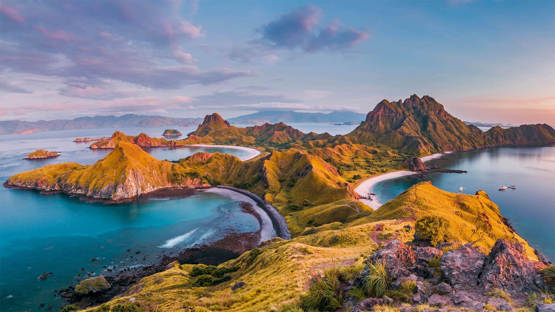 弗洛勒斯岛上的纳闽巴霍,印度尼西亚科莫多国家公园 (© Thrithot/Adobe Stock)