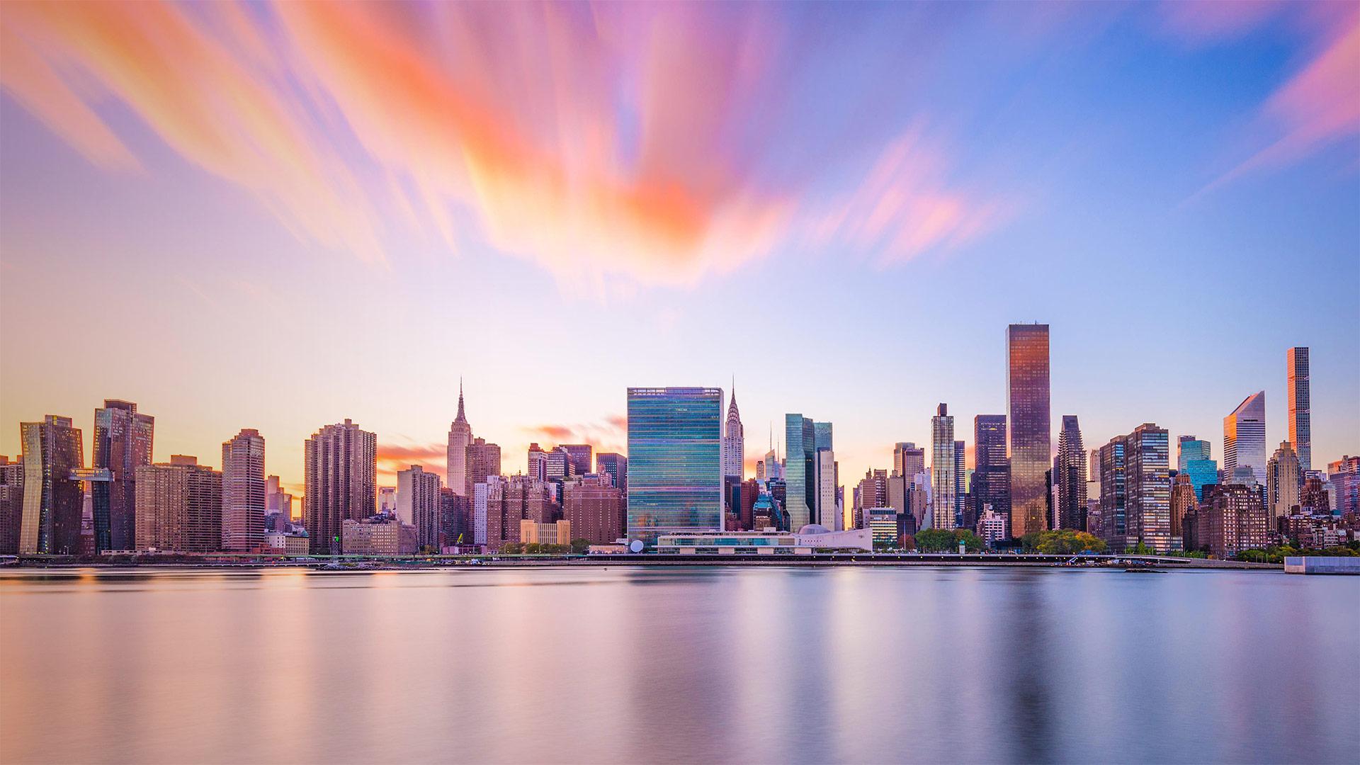 纽约市的天际线与联合国总部大楼 (© Sean Pavone/Alamy)