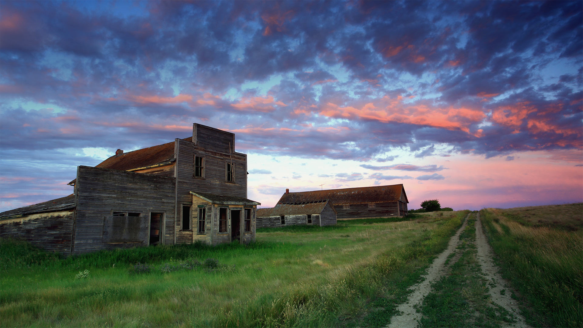Old general store of Bents, Saskatchewan, Canada (© ImagineGolf/Getty Images)