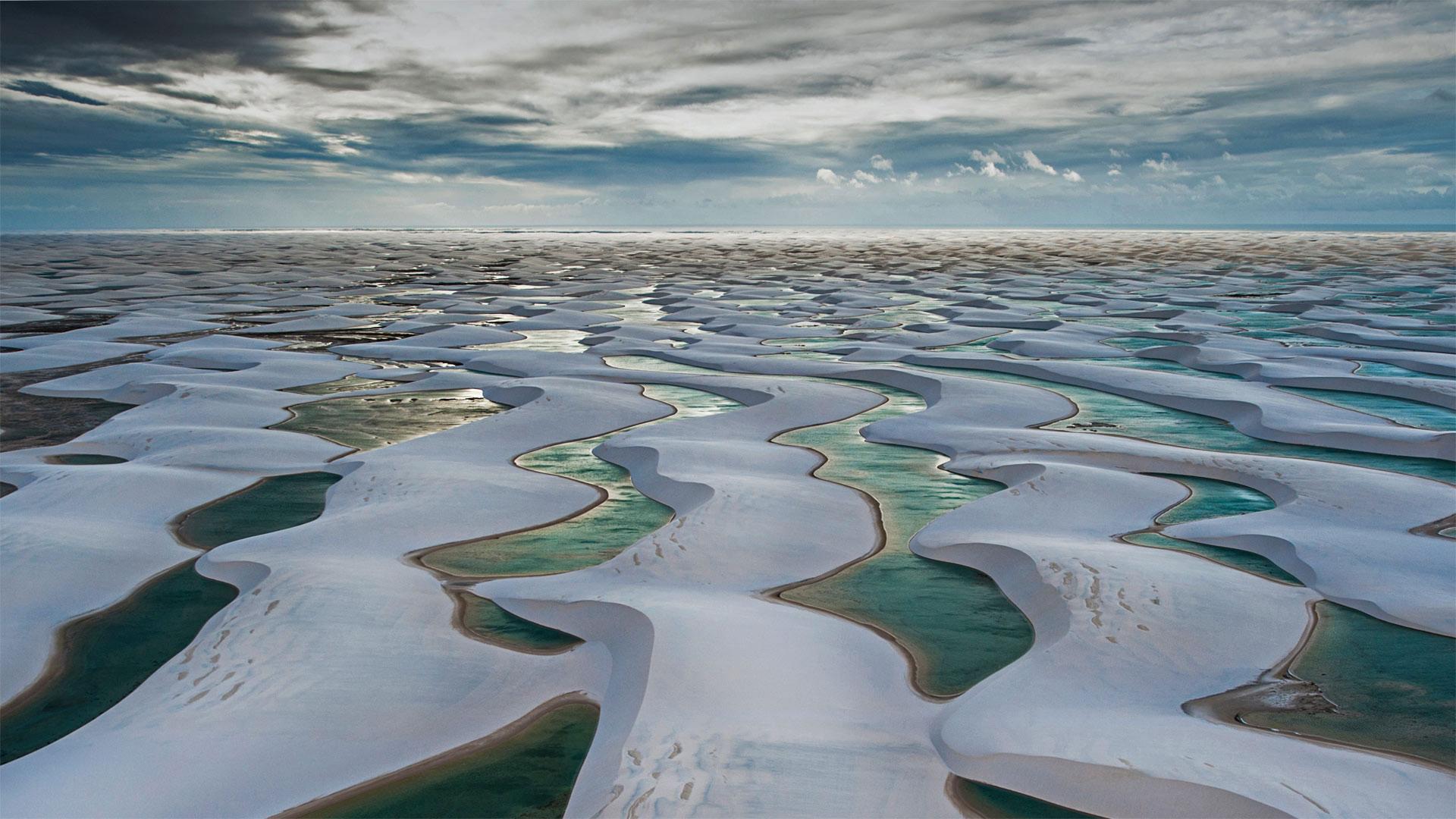 伦索伊斯马拉年塞斯国家公园,巴西巴雷里尼亚斯市 (© WIN-Initiative/Getty Images)