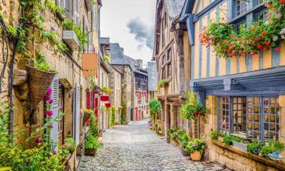 2021.04.16 - Dinan镇的鹅卵石铺成的街道,法国布列塔尼