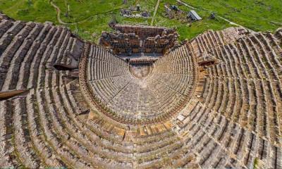 2020.07.02 - 土耳其棉花堡附近希腊古城希拉波利斯的剧院鸟瞰图