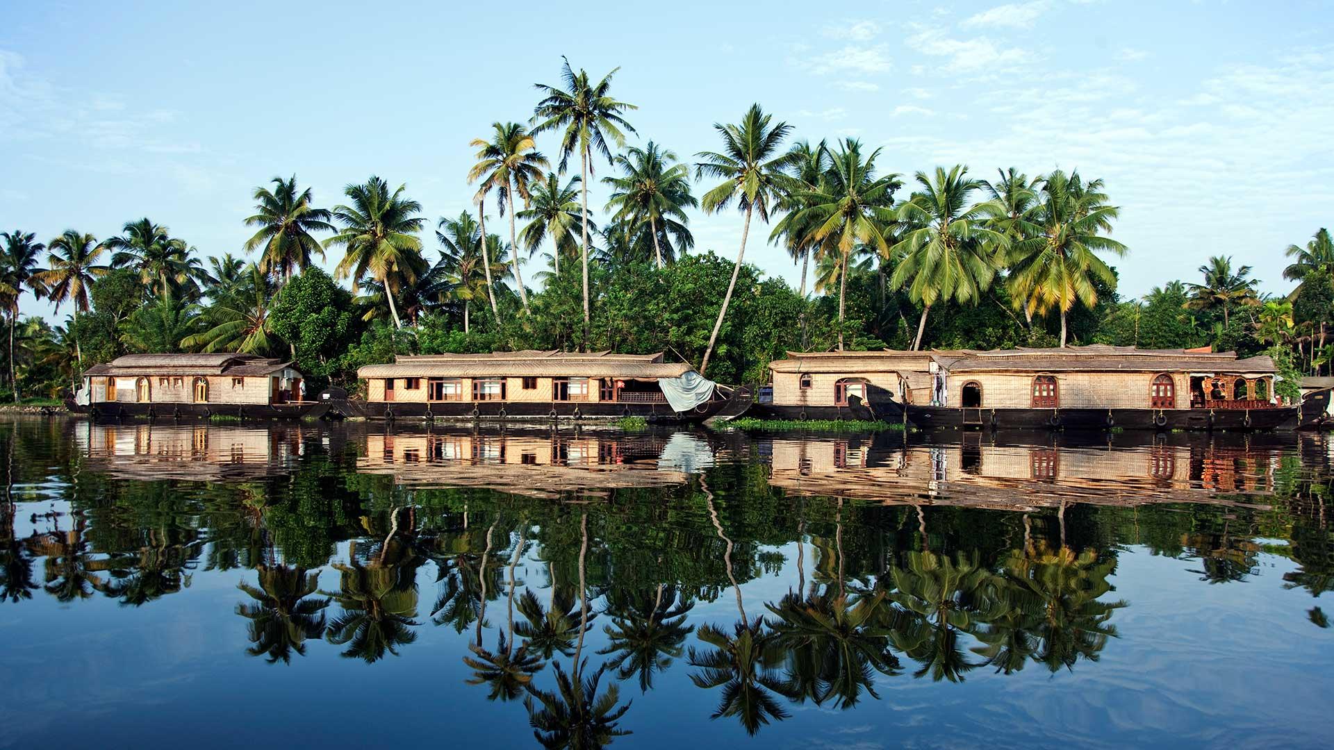 阿拉普扎的船屋,印度喀拉拉邦 (© Martin Harvey/The Image Bank/Getty Images)