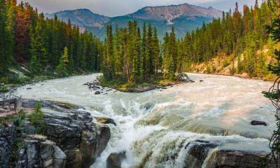 辛华达瀑布,加拿大贾斯珀国家公园
