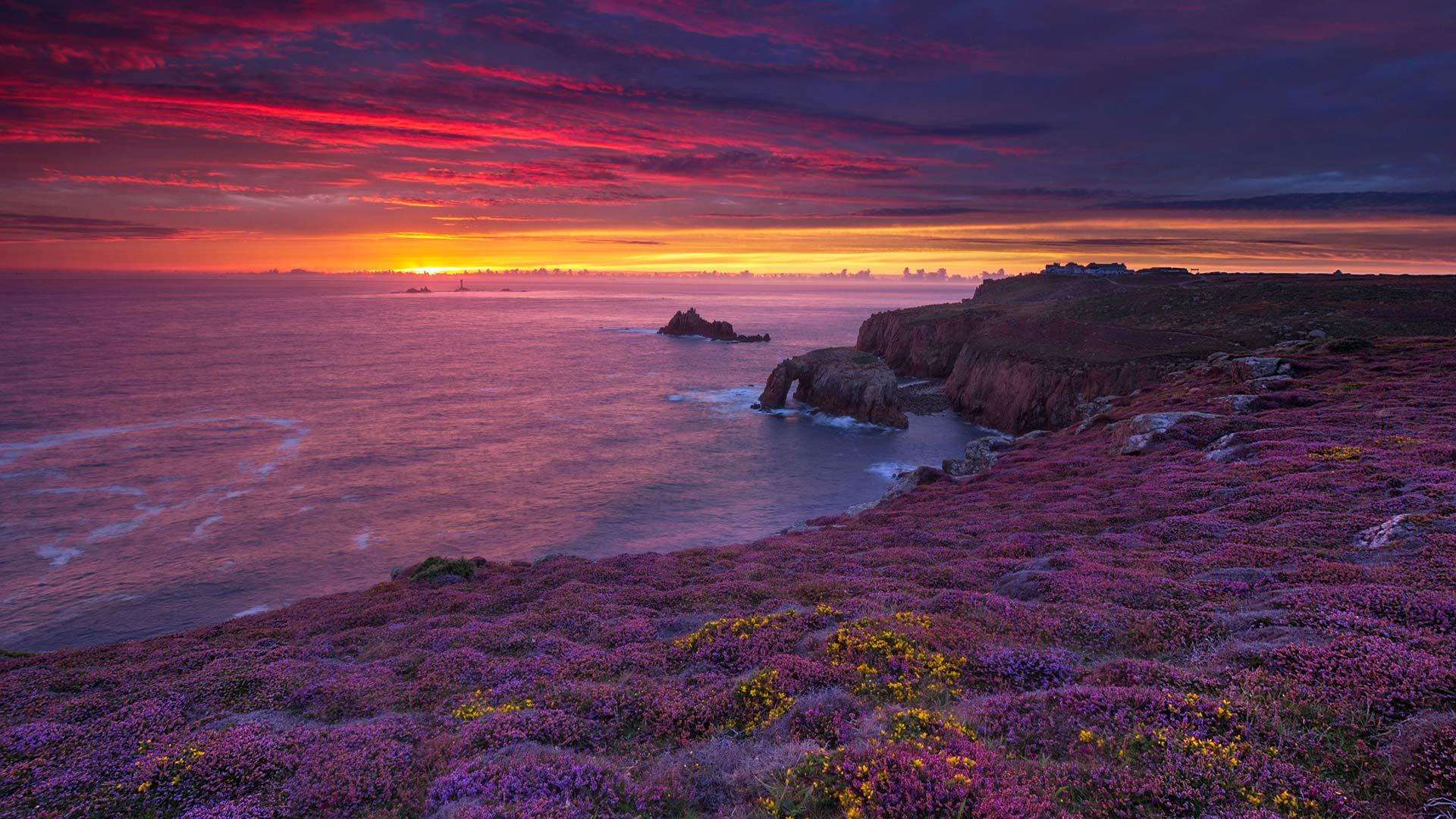 英国康沃尔郡岸边的日落 (© Andrew Turner/Getty Images)