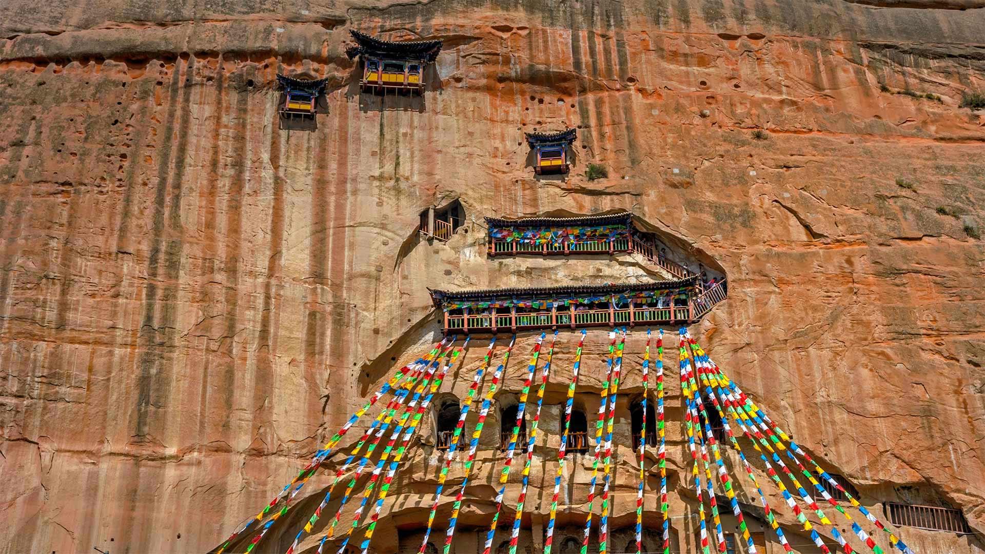 The Mati Si (Horse's Hoof Temple) and grottoes of Mati Si Scenic Area, Gansu province, China (© Ana Flašker/Alamy)