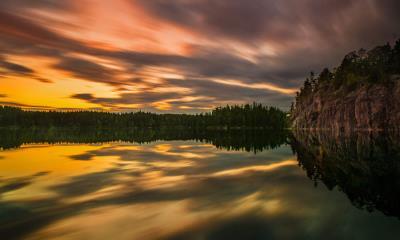 2020.06.19 - 厄勒布鲁附近湖上的仲夏之光,瑞典