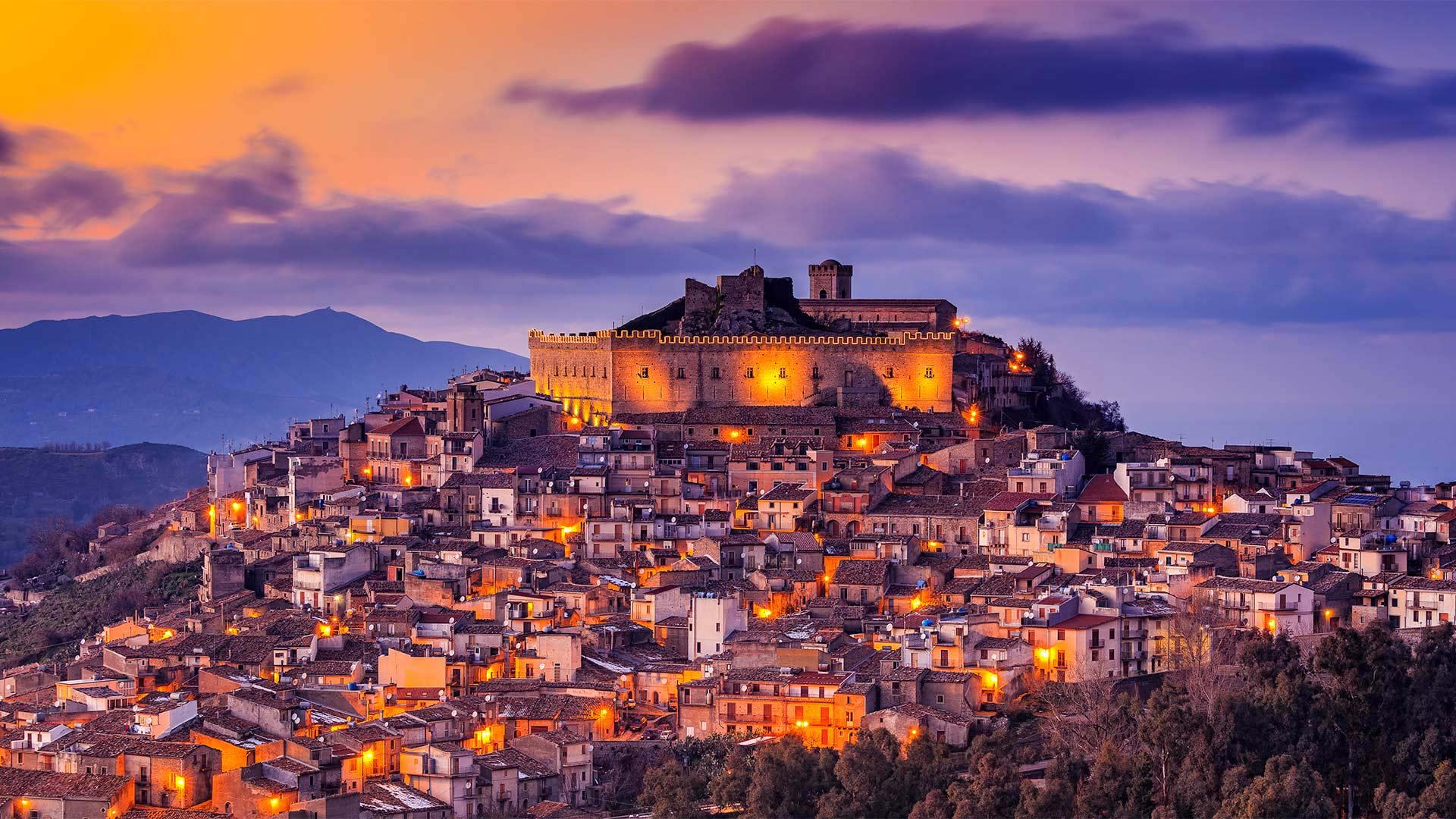 蒙塔尔巴诺埃利科纳,意大利西西里岛 (© Antonino Bartuccio/SOPA Collection/Offset by Shutterstock)