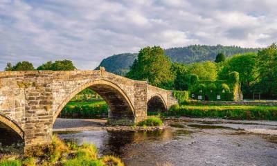 兰鲁斯特一座名为Pont Fawr的石拱桥,英国威尔士