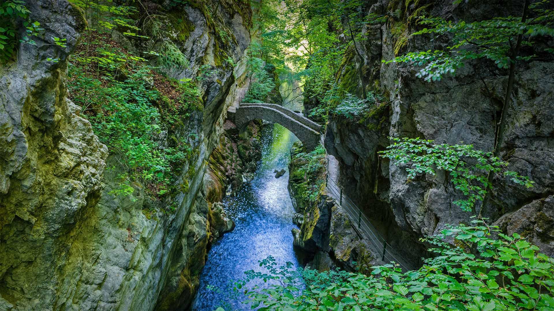Areuse峡谷的Saut du Brot石桥,瑞士纳沙泰尔 (© Andreas Gerth/eStock Photo)