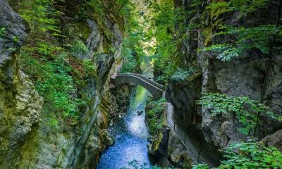 Areuse峡谷的Saut du Brot石桥,瑞士纳沙泰尔