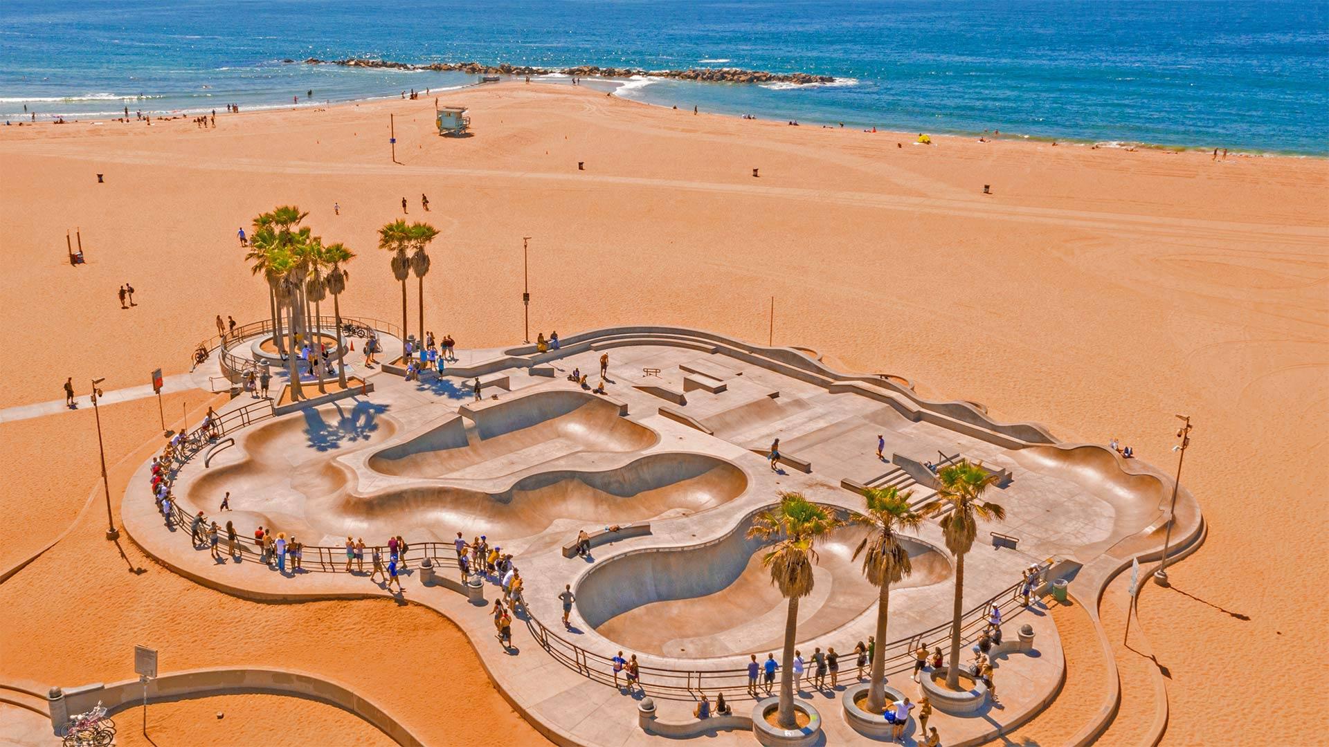 威尼斯海滩滑板公园鸟瞰图,洛杉矶 (© Ingus Kruklitis/Getty Images)