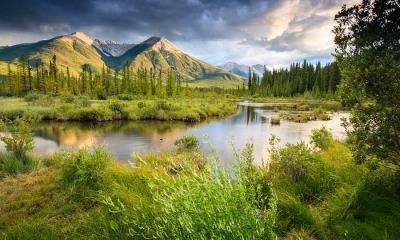 2021.07.21 - 山脉中的朱砂湖,加拿大落基山脉