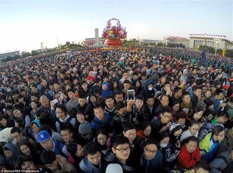 Tiananmen Meydanı'nın kalabalık hali- bing.com